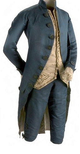 The jacket was the outer part and the most commonly seen. It was a jacket with neckline that reached to the knees, a little longer than that sucks. Also buttoned up and down buttons on one side and with big eyelets for another, though often the two were purely decorative, the majority of them are not buttoned.