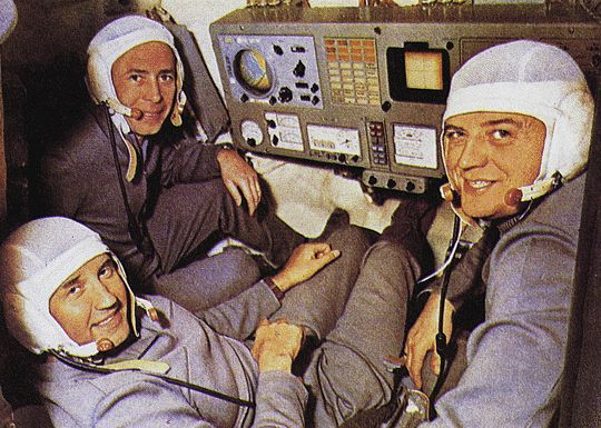 FALLEN HEROES--SOYUZ 11 COSMONAUTS SOVIET COSMONAUTS VIKTOR PATSAYEV--GEORGI DOBROVOLSKY AND VALDISLAV VOLKOV ARE SEEN IN THE SOYUZ SIMULATOR DURING THEIR MISSION TRAINING FOR SOYUZ 11. AFTER A SUCCESSFUL DOCKING WITH THE SALYUT 1 SPACE STATION IN 6/71 THE CREW RETURNED TO EARTH ON 6/30. RECOVERY TEAM MEMBERS FOUND THE 3 MEN DEAD INSIDE THEIR CAPSULE. A VALVE HAD OPENED IN SPACE ALLOWING THE AIR TO ESCAPE.