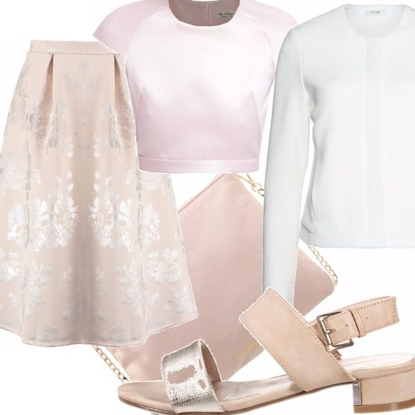 Sembra fatto apposta per la gonnellina rosa pastello con delicati arabeschi argentei il sandalo, nello stesso colore, la cui fascia è pure questa argentea.  Outfit quasi monocromatico, con il rosa pastello che ritorna nel top e nella semplice borsetta.   Rompe il tutto la giacca: bianca, questa volta!