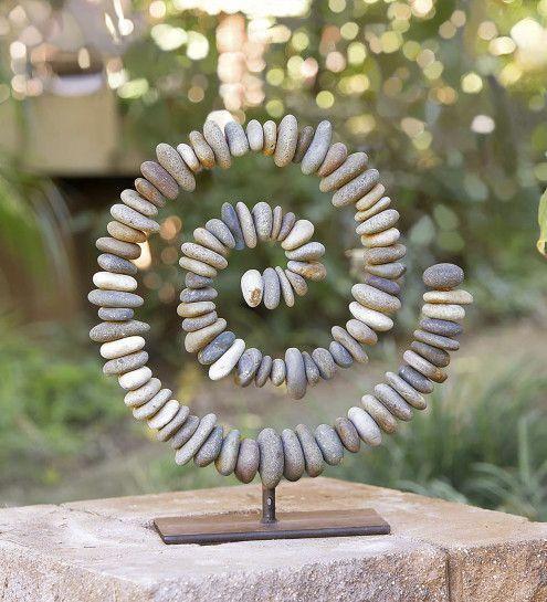 Steinspirale auf Ständer
