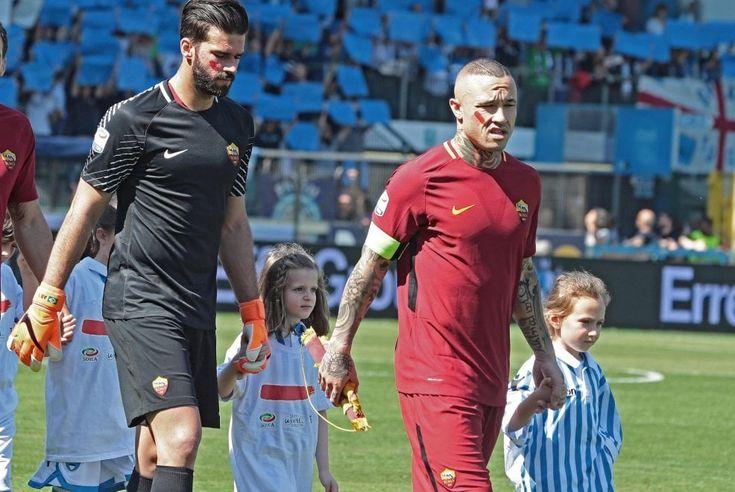 Serie A, un segno rosso sul viso: calciatori e arbitri contro la violenza sulle donne