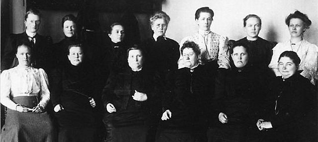 13 of the 19 women elected to Eduskunta, Finnish Parliament in 1907