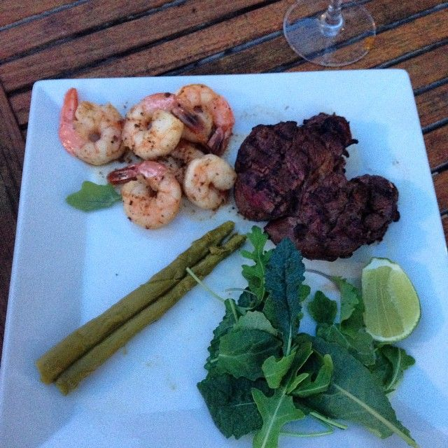 My delicious Filet mignon and shrimps #Delicious #homemade #shrimps #camarones #filetmignon #cena #sparragus #delicia #salad #bbq #beautiful  #dinner #sunset #vino #friends #wine #amigos #enjoinglife #disfrutalavida #music #radio #musica #radiousa #goodfood #comidadeliciosa#Instagram #Instaphoto