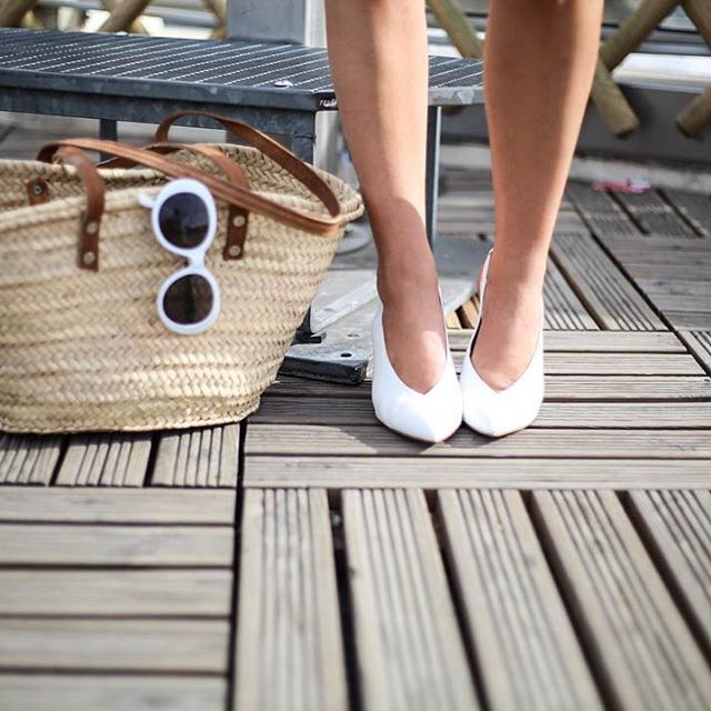 Tendance WHITE ▫️◻️⬜️◻️▫️ ✔️sandales @newlookfr ✔️lunettes de soleil Zara ✔️panier shoppé à Ibiza 📸 by @gaelle_photographer  #shoes #sandals #eyewear #sunglasses #retro #whitesunglasses #90s #tendance #panierosier #panier #OOTD #fashionblogger #blogpost #linkinbio #paris #frenchie #outfitoftheday #wiw #whatiwore #instastyle #todayimwearing #fashion #style #streetstyle #fashioninsta #fashiondaily #fashionaddict