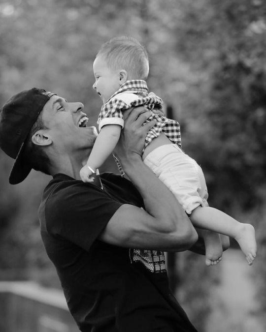 Raphael Varane et son fils Ruben Varane.