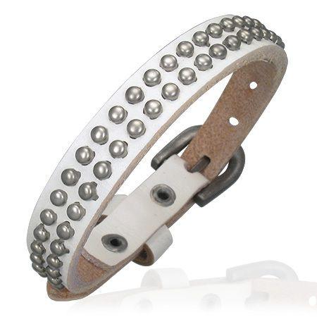 Witte armband leer met studs en gespsluiting