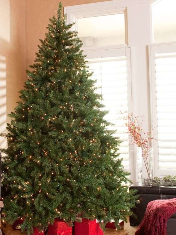15 Artificial Christmas Trees That Look Like The Real Deal Pre Lit Christmas Tree Real Christmas Tree Artificial Christmas Tree