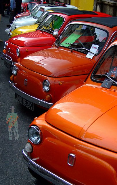 Fiat 500s. Photo by Geoff B on Flickr