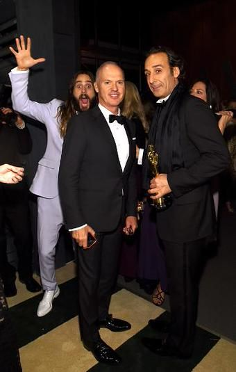 King of photobombing strikes again. #JaredLeto #Oscars2015   *credits to the owner*