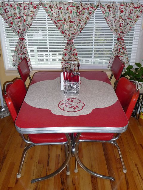 1000 images about old dinette sets on pinterest table and chairs dining sets and vintage kitchen. Black Bedroom Furniture Sets. Home Design Ideas
