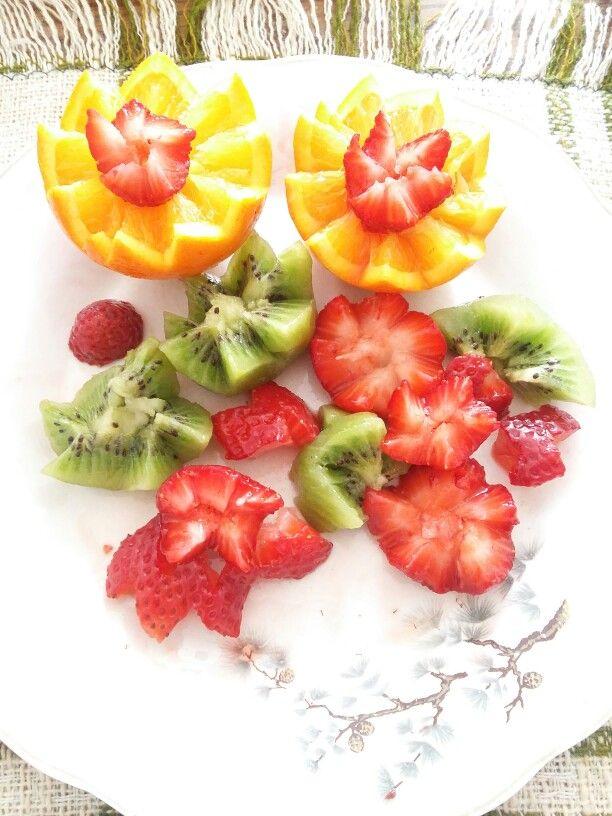 Kiwi orange strawberry