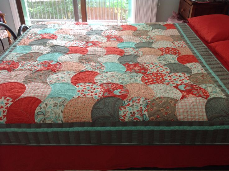 My Clamshell quilt made from Sandy Gervais' Flirt. I  quilted this on my long arm and featured the plain coloured blocks with some pebbling. The border is heavily quilted and the binding has a feature fabric incorporated.