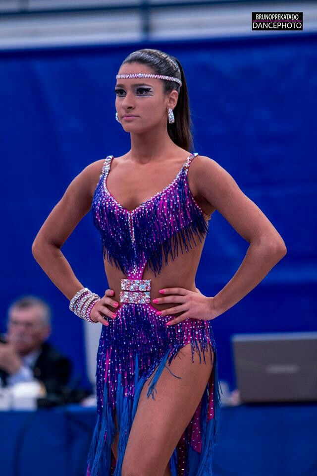 Love the sleek ponytail with head bedazzle!
