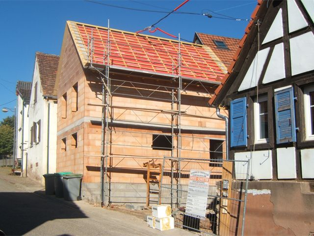 Depuis 2004, date de reprise de la société familiale à Westhoffen en #alsace, Emmanuel Schuster perpétue le savoir-faire de l'artisan local en construction et rénovation. A lire sur : http://www.vuparici.fr/griess-schuster-au-dela-de-lartisan-macon/