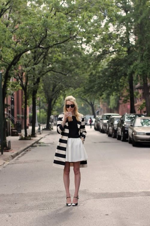 coats: Full Skirts, Atlantic Pacific, Holidays Style, Black And White, White Coats, Street Style, Black White, Jackets, White Skirts