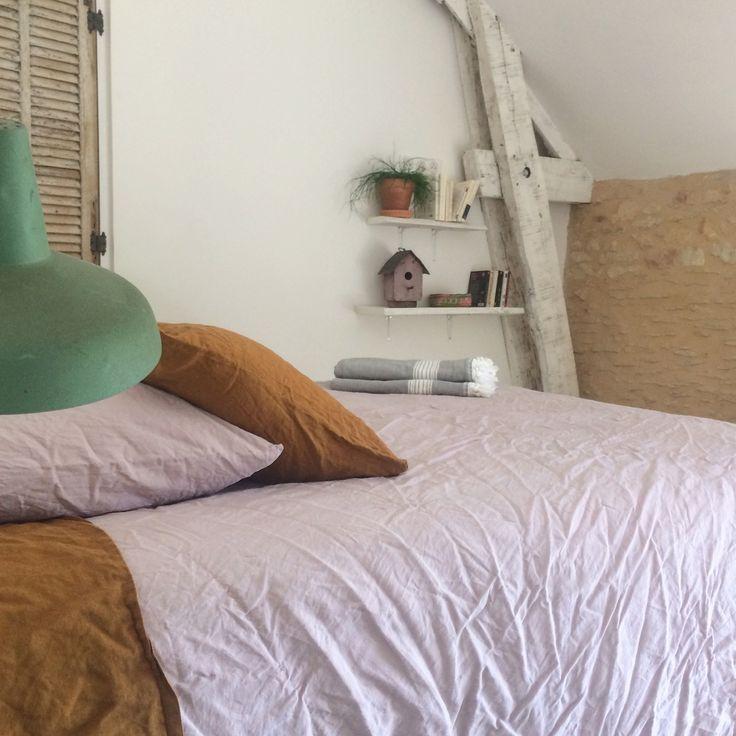 Les couleurs douces de la chambre 9 à la maison d hôtes Bel Estiu dans le Perigord Noir, Dordogne