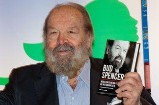 Bud Spencer mit seinem Buch