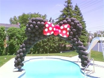 Minnie Mouse Balloon Arch - this is insane & so cool & so something I would drive my husband nuts doing!