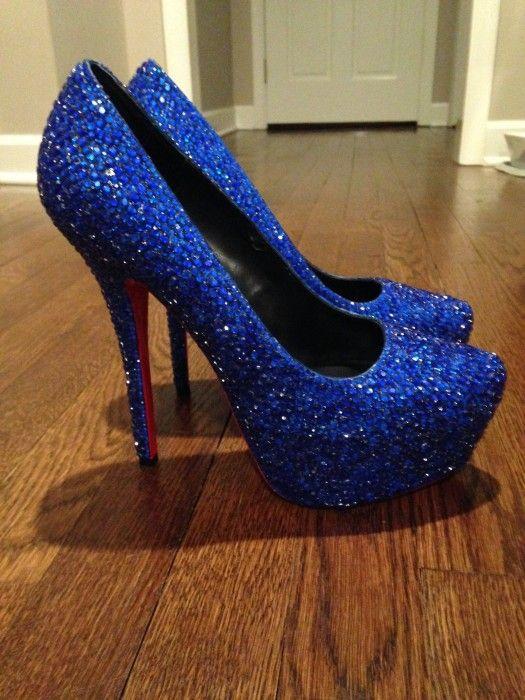 Zapatos de color azul brillosos