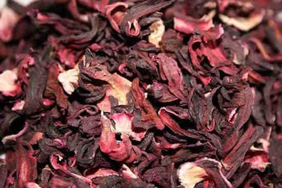Les fleurs d'hibiscus possèdent de puissantes propriétés qui vous aident à pousser les cheveux plus vite.