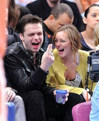 Photos-Gossip-Girl-Leighton-Meester--Sebastian-Stan-Knicks-Game-NYC