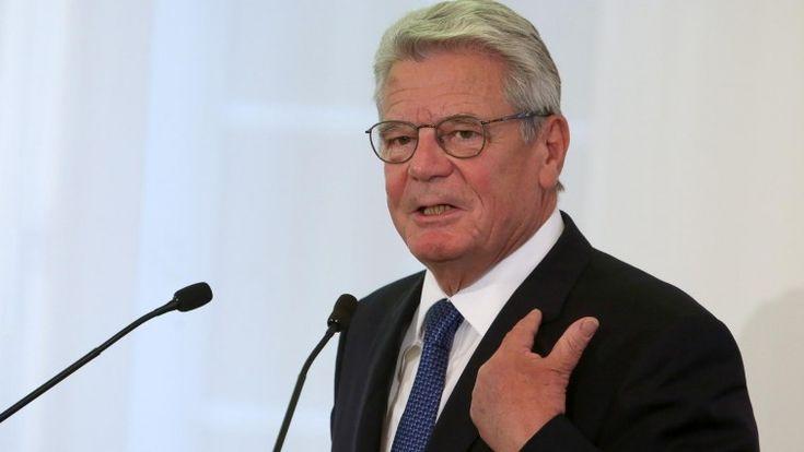 Bundespräsident Joachim Gauck spricht am 27.09.2015 in der Staatskanzlei in Mainz (Rheinland-Pfalz). (picture-alliance / dpa/ Frederik von ERichsen)