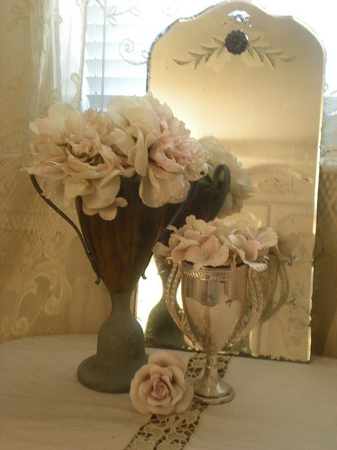 love this http://www.flickr.com/photos/romanticvintagehome/4415023293/in/photostream/