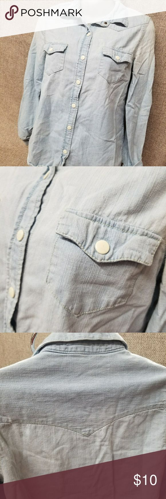 I love h8i denim button up shirt ladies Excellent pre owned condition.  Non smoking home.  #23 H8i Tops Tees - Long Sleeve