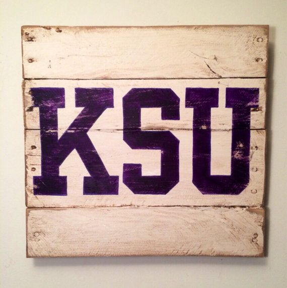 Made out of reclaimed pallet wood and hand painted with the KSU emblem. Great for the Wildcats fan in your life. Perfect for a Man Cave, a sports