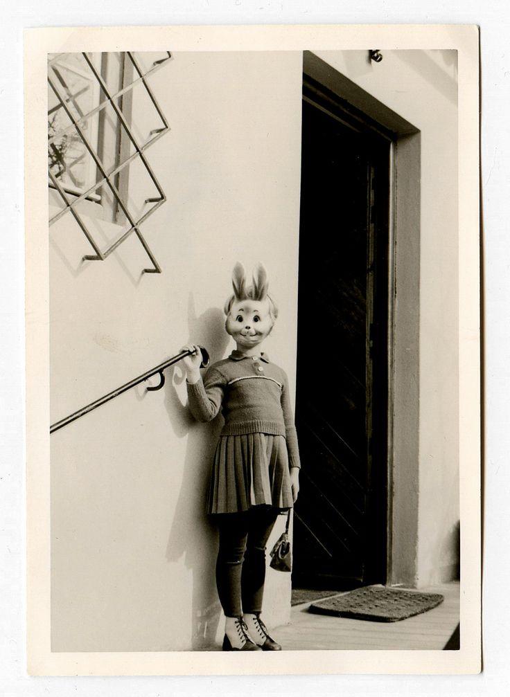 Rabbit Girl -- Странные и смешные старинные фотографии. Комментарии : LiveInternet - Российский Сервис Онлайн-Дневников