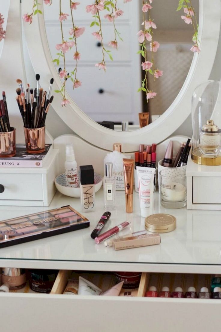 20 Easy And Comfortable Makeup Organization Hack Ideas