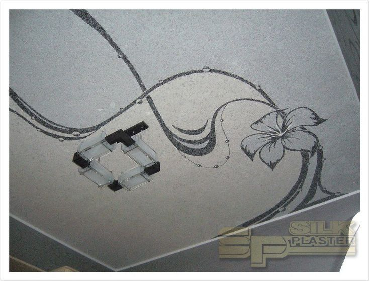 Искали, что позволило бы #своими_руками, не имея опыта, оформить #потолок (и при этом вписаться в #бюджет). Для #отделки использовали #шёлковую_штукатурку (#жидкие_обои) #SILK_PLASTER из коллекций: черный – Ист 960, серый – Сауф 941, светло-серый – Виктория 703.  https://www.plasters.ru/info/design-ideas/dizayn_spalni/molchanova_evgeniya/
