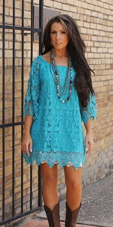 Beautiful turquoise lace dress - fully lined. This dress is running big- see exact size chart below: Small 6-8 Medium 10-12 Large 14-16 XL 18-20 2X 22-24 3X 26-28