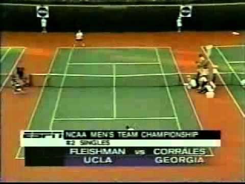 Gonzalo Corrales, Director de AGM Sports, ganando el Campeonato NCAA masculino de tenis con la Universidad de Georgia, en 1999