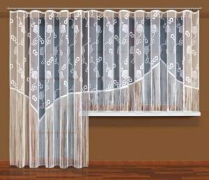 Oto #firanka o nietypowym wzornictwie, z którą są możliwe jeszcze mniej typowe łączenia i kombinacje na oknach balkonowym i sąsiednim. Do szczególnych walorów tej firanka konfekcjonowana (spaghetti) z pewnością należy modne rozwiązanie dolnej partii w formie pojedynczych nitek makaronowo-firankowych.  Wysokość x Długość: 160x300, 250x200 cm kasandra.com.pl
