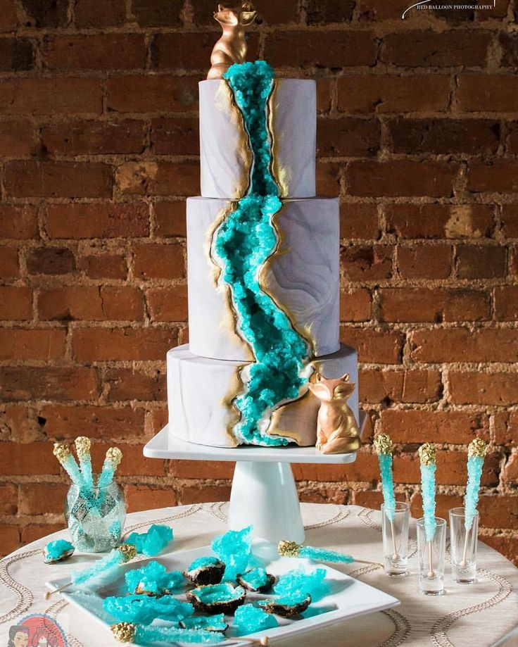 Jaw-dropping gorgeousness made by the amazing @threetiersforcake!  So blown away by all of the amazing crystal geode cakes I've seen recently! The crystals were created using edible sugar crystals, so cool!
