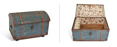 English description COFFIN  Bluepainted and staffert in red.  Curved lid. Painted initials and dating in front: JST 1797. ironstudded and side fittings jern.Rød decorative painting on white lime bottom inside. Lock and key. HEIGHT 56.00 CMLENGTH 80.00 CMDEPTH 53.00 CM