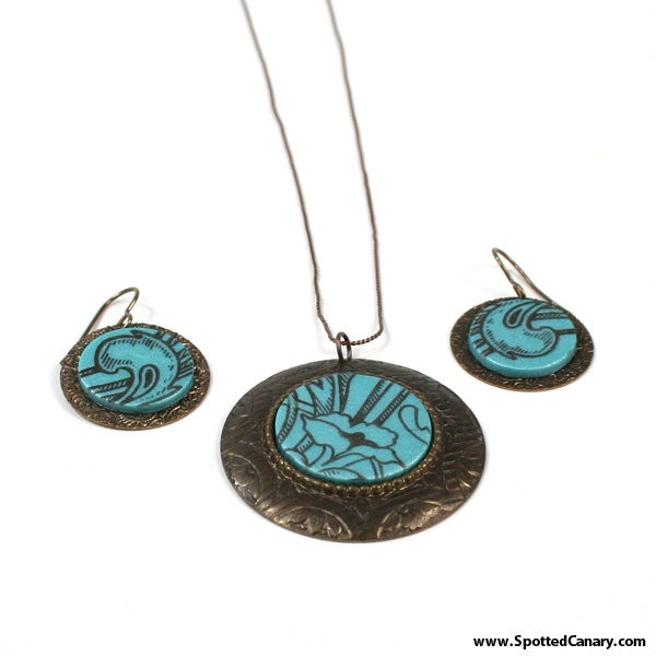 Stamping on Clay Tutorial - Cute necklace idea!Clay Tute, Canary Favorite, Clay Jewelry, Jewelry Spottedcanarycontest, Creative Clay, Fantasy Flourish, Polymer Clay, Jewelry Ideas, Clay Tutorials