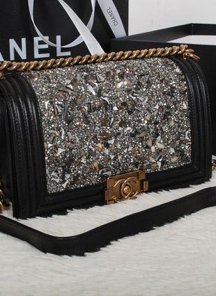 e407d4a14385 CHANEL BOY BAG | CHANEL BAGS in 2019 | Chanel boy bag, Chanel boy ...