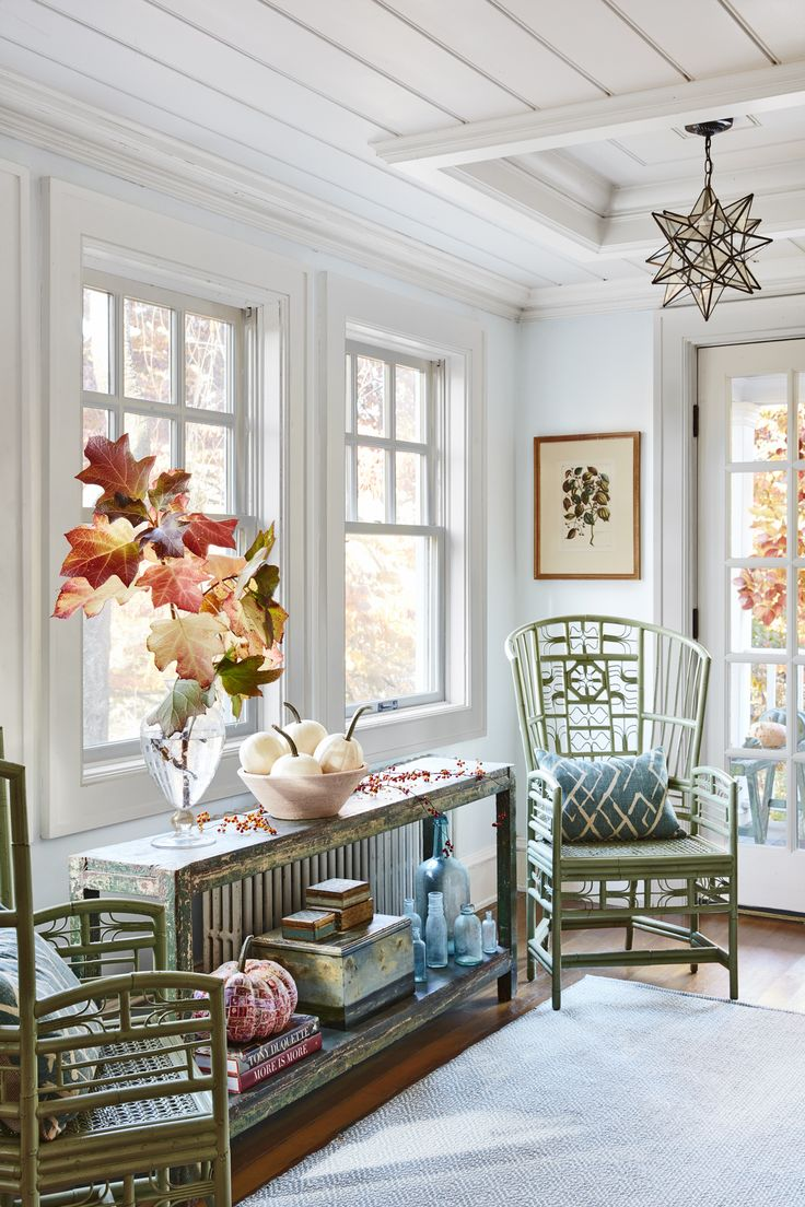 30 Beautiful And Cozy Fall Dining Room Décor Ideas: Inside A Quaint Connecticut Cottage That's Decorated For