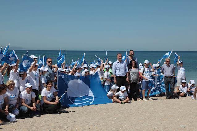 """Τετρακόσιες ογδόντα έξι (486) Ελληνικές ακτές και δώδεκα (12) μαρίνες κέρδισαν φέτος το διεθνές βραβείο ποιότητας """"ΓΑΛΑΖΙΑ ΣΗΜΑΙΑ"""" -2η η Ελλάδα Παγκοσμίως"""