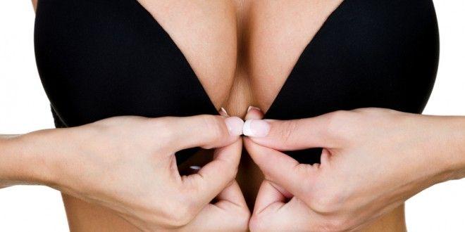 Un beau décolleté, ferme et fier est un atout séduction évident. Ne nous en privons pas ! Il est donc important de travailler vos pectoraux, les muscles qui soutiennent les seins, pour optimiser le résultat. Voici 5 exercices pour des seins fermes et une poitrine tonifiée !