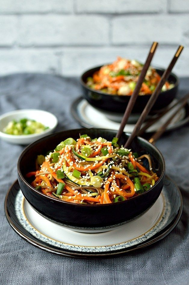 Healthy rainbow vegetable noodle bowls with buckwheat noodles and peanut sauce, vegetarian/vegan and low-carb!
