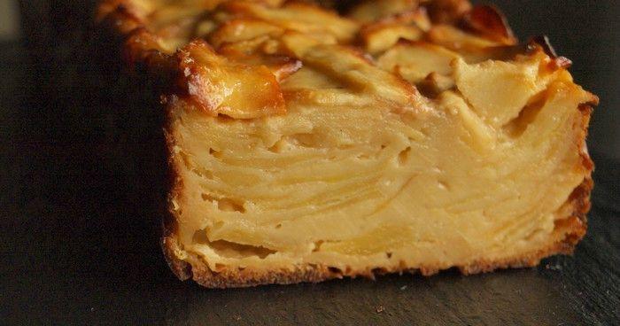 Gâteau invisible aux pommes 7 pommes reinettes 10 cl de crème soja 2 oeufs entiers 70 g de maïzena 50 g de sucre (bio et intégral pour moi) 2 cl d'huile de noisettes 1/2 sachet de poudre à lever Fève tonka