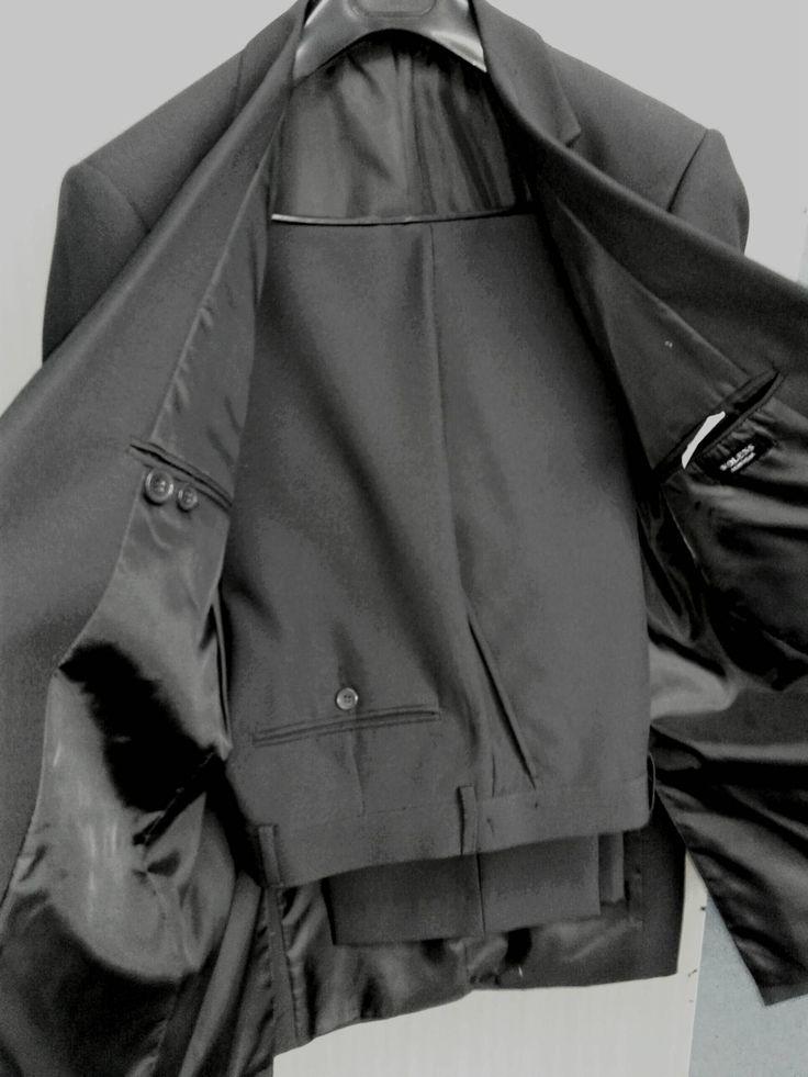 Vendo terno wolens cor cinza chumbo Tamanho calça 42 e paletó  48 Nunca usado (92)99407-2449