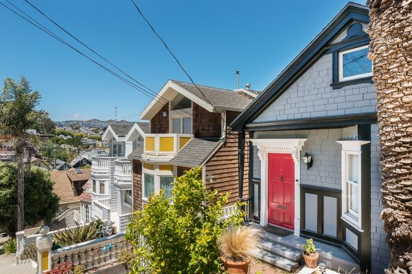 261 Ripley Street is a gorgeous three-bedroom, one-bath fully detached single family home atop Fabulous Bernal Heights.  Panoramic views stretch from Twin Peaks to San Francisco's downtown skyline. Built in 1910 and updated in 2015 and 2016, this home combines vintage Edwardian charm with contemporary upgrades.  It offers ample outdoor space for entertaining and weekend relaxation.  #sanfrancisco #sf #sfrealestate #realestate #home #bayarea #bernalheights #architecture #edwardian