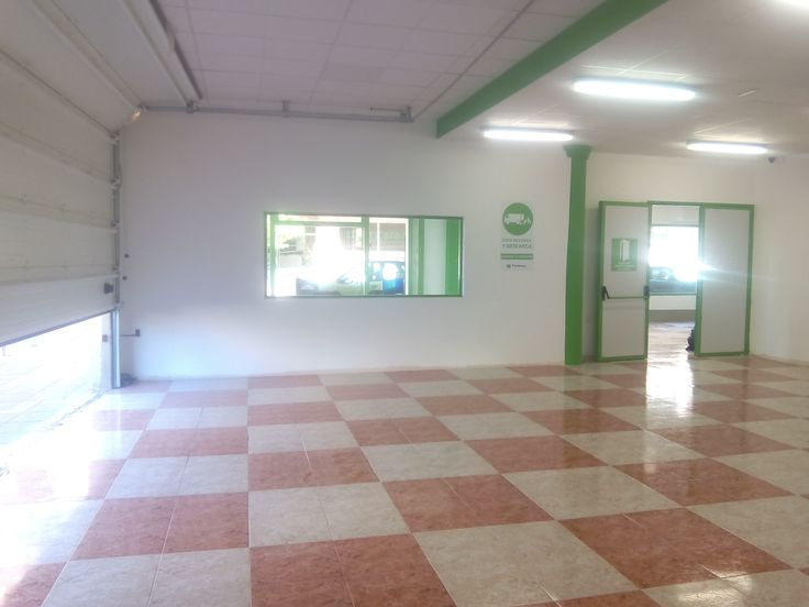 Storage units for rent. Parking, security, insurance. Trasteros Plus the leader self Storage company at Costa del Sol. Málaga Spain.