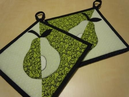 Use cookie cutters to make these beautiful symmetrical pot holders - pair the potholders with the cookie cutter for the perfect holiday hostess gift!