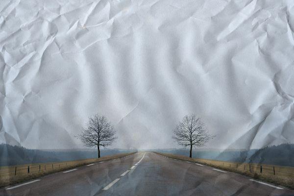 Cette série photo nous a marquée pour ses paysages curieux et troublants, à la limite entre le réel et l'imaginaire. Ces paysages sont-ils possibles ou fabriqués? A vous de le découvrir...