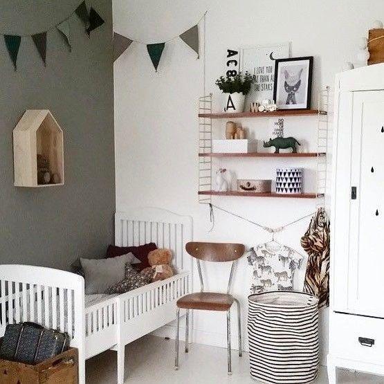 Kinderzimmer Holz Wimpel Natur schlicht neutral Kamers